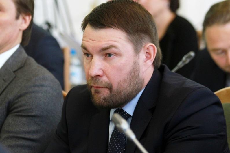 Свешниковой иОвериной остановили членство всовете омских справедливороссов