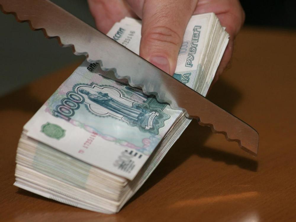 Супруги-помощники омских депутатов отдыхали заграницей, получая заработную плату