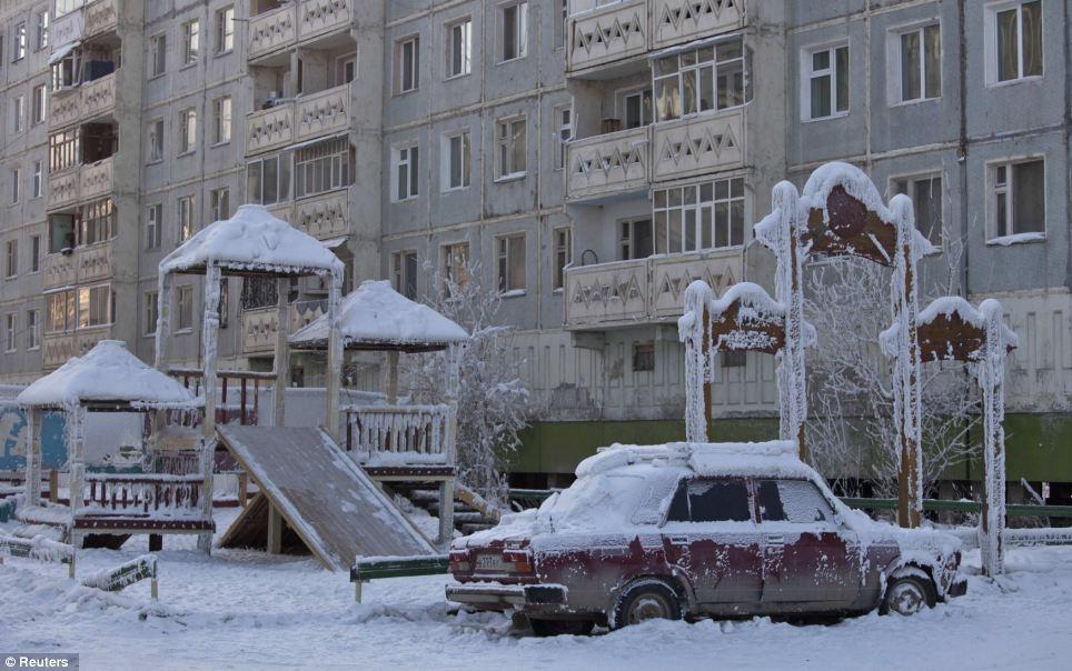 ВОмской области объявили штормовое предупреждение из-за аномальных холодов