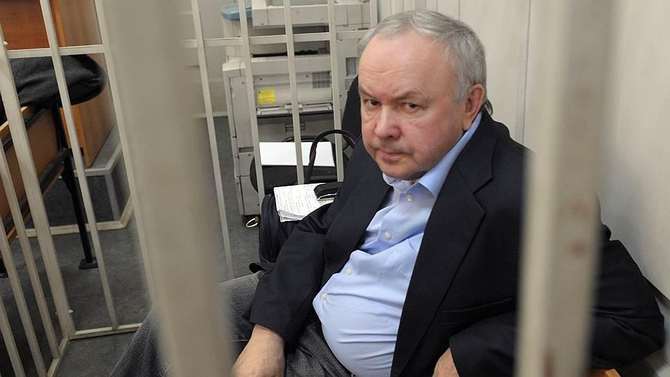 ВОмске суд требует сэкс-главы «Мостовика» 183 млн руб.