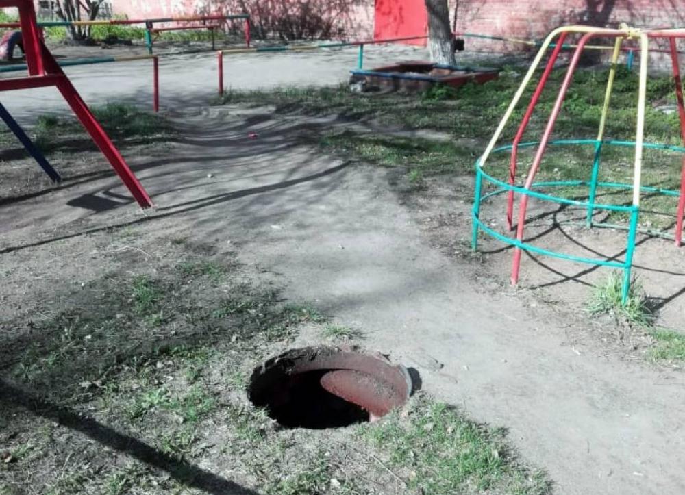 Канализационные крышки в Омске продолжают воровать но реже