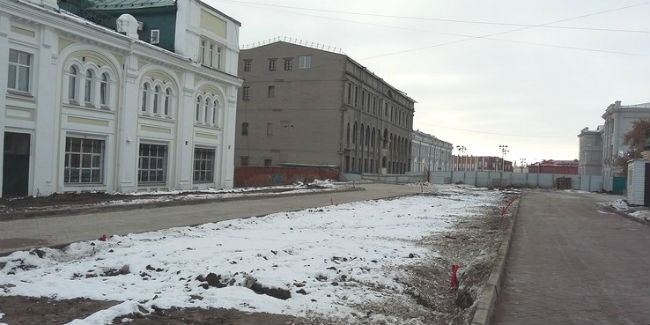 Улицу-музей в центре Омска вымостили плиткой